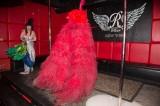 latex-fashion-show-feathers_8978