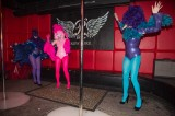 latex-fashion-show-feathers_9111