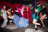 latex-fashion-show-feathers_9164