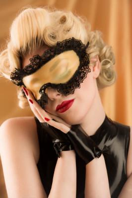 Latex Sleep Mask doubles as Blindfold